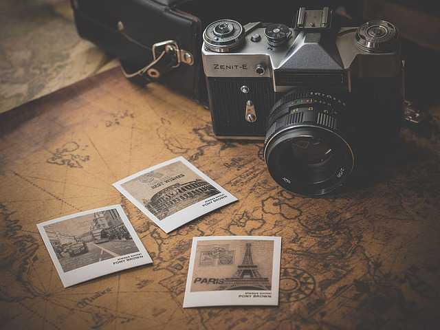 Фотоаппарат с фотографиями