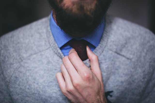 Мужик в галстуке